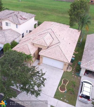 Davie Single Family Home For Sale: 196 E Royal Cove Cir