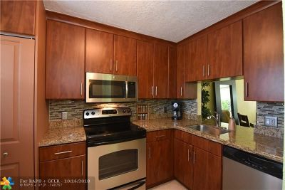 Oakland Park Condo/Townhouse For Sale: 103 Royal Park Dr #3F
