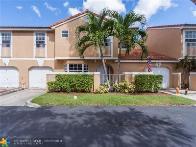 Coral Springs Condo/Townhouse For Sale: 11339 Lakeview Dr #4O