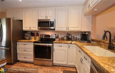 Lauderdale By The Sea Condo/Townhouse For Sale: 204 Washingtonia Ave #204