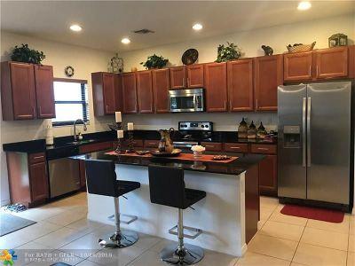 Miami Single Family Home For Sale: 729 NE 191st St