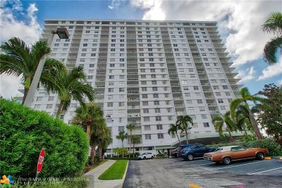 Sunny Isles Beach Condo/Townhouse For Sale: 500 Bayview Dr #1427