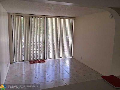 Lauderhill Condo/Townhouse For Sale: 4222 Inverrary Blvd #4218