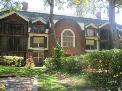Lauderhill Condo/Townhouse For Sale: 3670 Inverrary Dr #3L