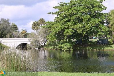 Coconut Creek Condo/Townhouse For Sale: 2709 Nassau Bnd #E1
