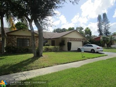 Lauderhill Single Family Home For Sale: 8221 NW 49th St