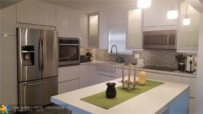 North Miami Beach Condo/Townhouse For Sale: 605 Ives Dairy #303-7