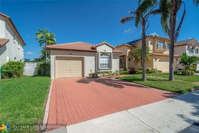 Sunrise Single Family Home For Sale: 473 Lakeside Cir