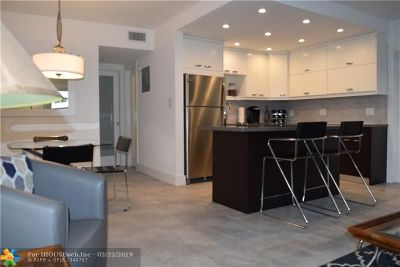 Fort Lauderdale Condo/Townhouse For Sale: 2811 NE 51st St #2