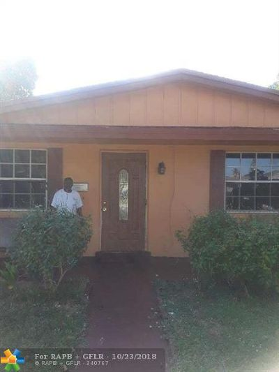 Lauderhill Single Family Home For Sale: 1211 NW 50th Ave