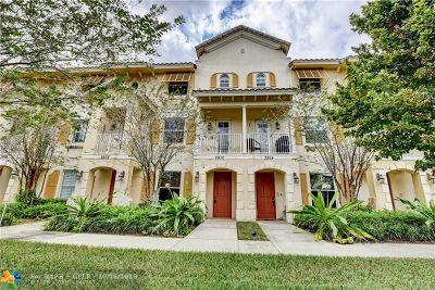 Coconut Creek Condo/Townhouse For Sale: 3910 Monarch Ln #3910