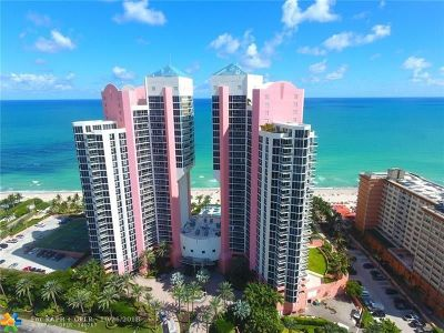 Sunny Isles Beach Condo/Townhouse For Sale: 19333 Collins Ave #307