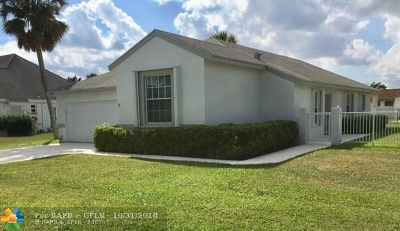 Margate Single Family Home For Sale: 123 E Palm Dr