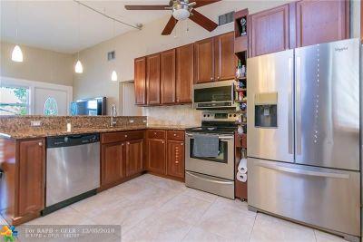 Boynton Beach Single Family Home For Sale: 634 SW 1st Ct