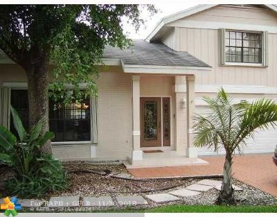 Plantation Single Family Home For Sale: 470 NW 78th Ter