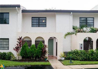 Boca Raton Condo/Townhouse For Sale: 21820 Cypress Cir #25C