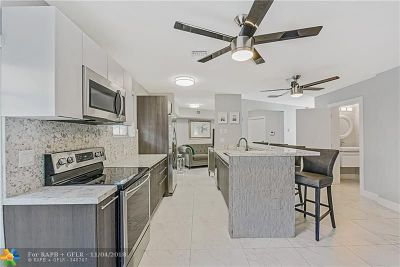 Fort Lauderdale Condo/Townhouse For Sale: 725 SE 14th Court #725