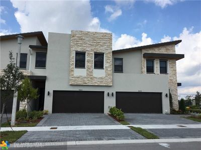Doral Condo/Townhouse For Sale: 10441 NW 79th Ter #10441