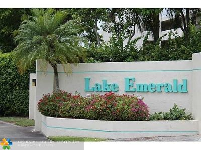 Oakland Park Condo/Townhouse For Sale: 113 Lake Emerald Dr #106