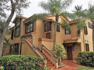 Miami Lakes Condo/Townhouse For Sale: 15563 N Miami Lakeway N #206-17