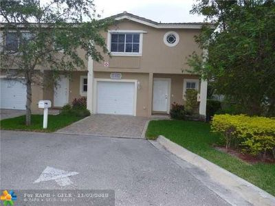 Coral Springs Condo/Townhouse For Sale: 11625 NW 23rd Ct #11625