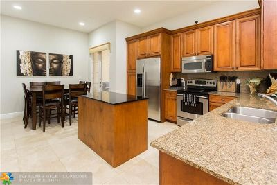 Fort Lauderdale Condo/Townhouse For Sale: 506 SE 7th St #301