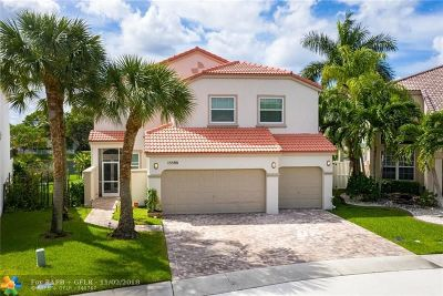 Pembroke Pines Single Family Home For Sale: 15590 NW 6th St
