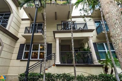 Wilton Manors Condo/Townhouse For Sale: 2609 NE 14th Ave #113