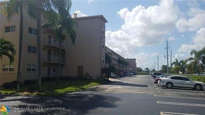 Boynton Beach Condo/Townhouse For Sale: 330 NE 26th Ave #210