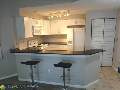 Fort Lauderdale Condo/Townhouse For Sale: 2445 SW 18th Ter #905