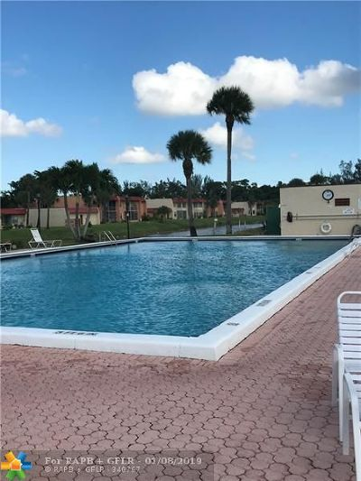 West Palm Beach Condo/Townhouse For Sale: 152 Lake Evelyn Dr #152