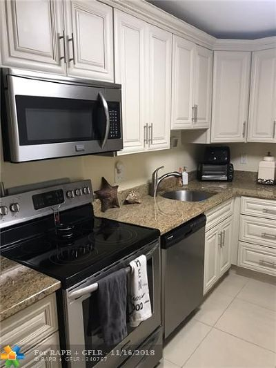 Deerfield Beach Condo/Townhouse For Sale: 1428 SE 4th Ave #146
