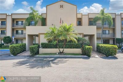 Tamarac Condo/Townhouse For Sale: 10633 W Clairmont Cir #207
