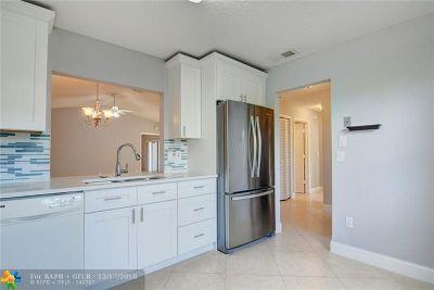 Boca Raton Condo/Townhouse For Sale: 23304 Barlake Dr #71