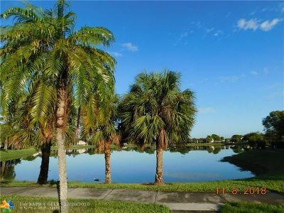 Oakland Park Condo/Townhouse For Sale: 210 Lake Pointe Dr #110