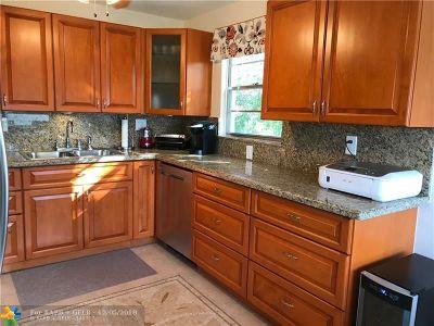Deerfield Beach Condo/Townhouse For Sale: 3076 Ventnor P #3076