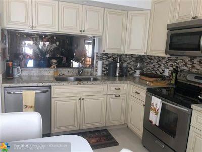 Coconut Creek Condo/Townhouse For Sale: 3304 Aruba Way #M4