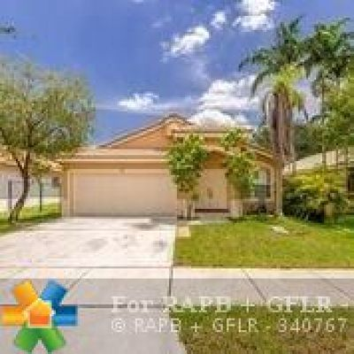 Pembroke Pines Single Family Home For Sale: 161 SW 203rd Ave