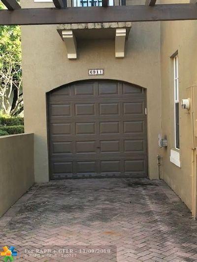 Coconut Creek Condo/Townhouse For Sale: 6911 Julia Gardens Drive #6911
