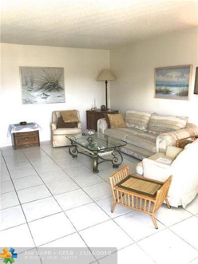 Deerfield Beach Condo/Townhouse For Sale: 2063 Oakridge F #2063