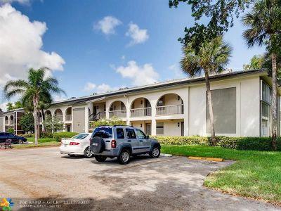 Coconut Creek Condo/Townhouse For Sale: 2701 Nassau Bnd #E2