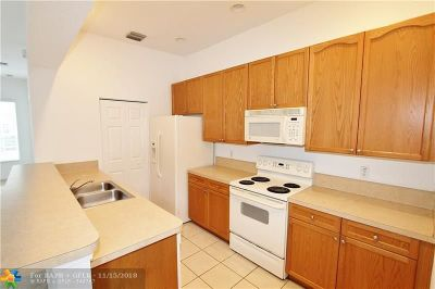 Boynton Beach Condo/Townhouse For Sale: 604 NW 24th Ave #604