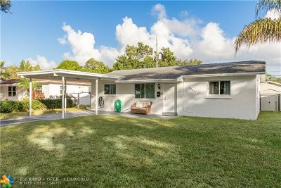 Hollywood Single Family Home For Sale: 6841 Charleston St