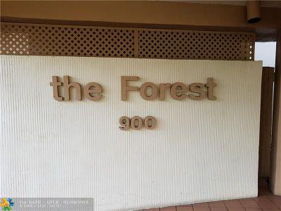 Pembroke Pines Condo/Townhouse For Sale: 900 Saint Charles Pl #822