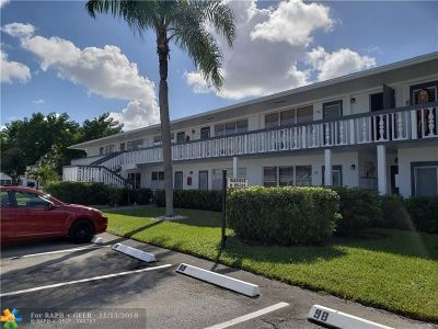 Deerfield Beach Condo/Townhouse For Sale: 93 Oakridge H #93