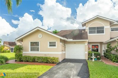 Deerfield Beach Condo/Townhouse For Sale: 5086 W Lakes Dr #1