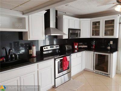 Deerfield Beach Condo/Townhouse For Sale: 731 SE 1st Way #25C