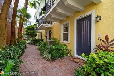 Wilton Manors Condo/Townhouse For Sale: 2313 NE 9th Ave #2313