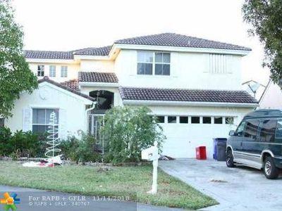 Margate Single Family Home For Sale: 6723 Skipper Ter