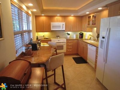 Pompano Beach Condo/Townhouse For Sale: 3705 Oaks Way #209